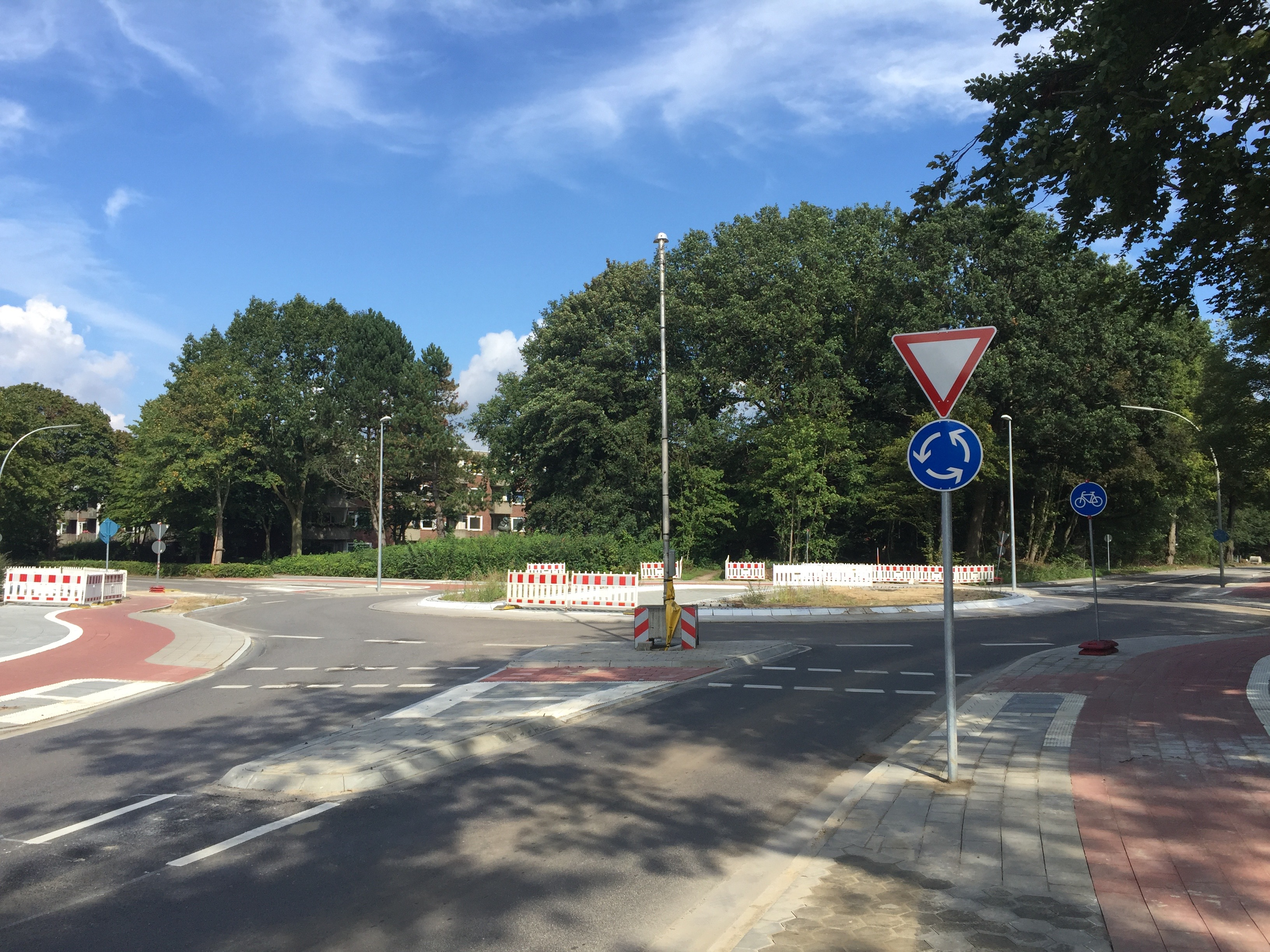 Warum gibt es am neuen Meiendorfer Kreisverkehr keine Zebrastreifen?