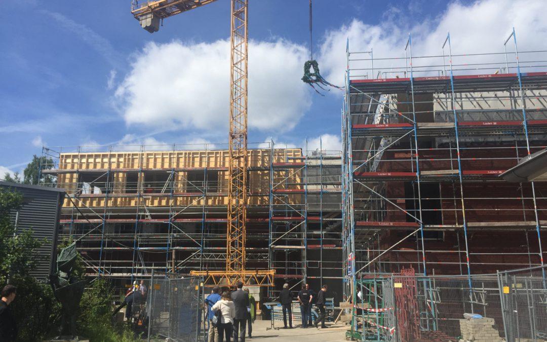 Richtfest für den Neubau für die Stadtteil- und Kulturschule Altrahlstedt am Hüllenkamp