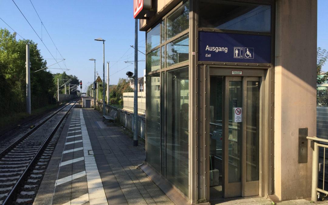 Aufzug am Bahnhof Rahlstedt seit Wochen außer Betrieb