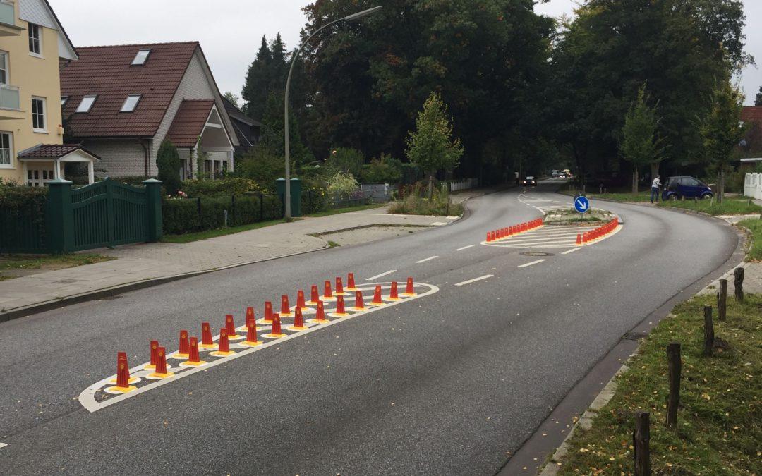 Leitboys gegen Falschfahrer im Meiendorfer Weg