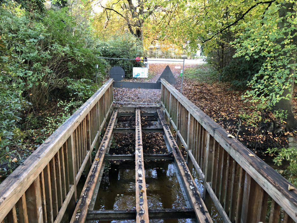 gesperrte Wandsebrücke im Liliencronpark in Hamburg-Rahlstedt (November 2017)
