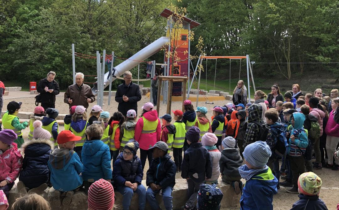 Oldenfelde: Spielplatz Im Wiesengrund nach Komplettumbau wiedereröffnet