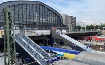 Treppenaufgänge zur Steintorbrücke: Neue Bushaltestelle für den Hauptbahnhof